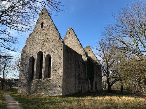 St. Foran Churchill Ruin ligger utenfor  den nordlige ringmuren i Visby. Dette for at det var en kirke for de spedalske, slik at de ikke smittet de som bodde i byen. Det har ligget et sykehus like ved, men det er borte nå.