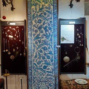 Eller Sanat Galerisi  Topkapı Sarayın'dan Bağdat Köşkü Çinilerinden Kuşlu Pano.