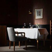 Savoy Mannerheim Table