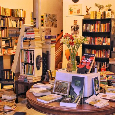 The books changes all the time. Los libros cambian todo el tiempo.
