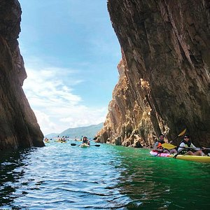 Visit the back garden of Hong Kong in an eco way with Lifexplorehk sea adventure! Kayaking in hk brings new excursions turn spotlight on the city's noisy animal inhabitants and offer visitors a chance to learn about ecology, history and culture of Sai Kung.   The sea kayak trip around Sai Kung, which begins and ends at the Sai Kung ferry pier; will let the nature lovers to explore some of the city's rarest wildlife and most spectacular scenery.