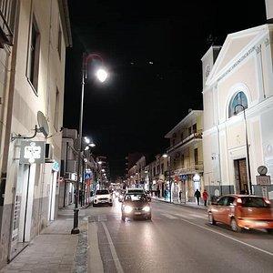 Parrocchia Maria SS. Immacolata vista da destra di notte