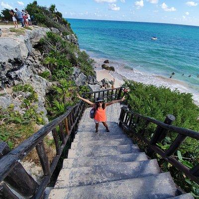 escalinata para bajar a la playa
