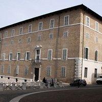 Palazzo Mengoni Ferretti, sede della biblioteca intitolata al marchese Luciano Benincasa