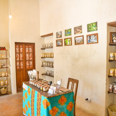 TZ's first organic spice concept store in the heart of Zanzibar Stone Town. All spices are grown, harvested and processed in our organic smallholder cooperatives.