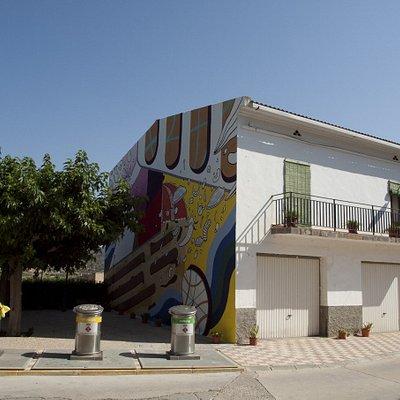 Riu d'art Open Air Gallery in the streets of Riba-roja d'Ebre. 'Three o'clock' - Elara Elvira 2019.