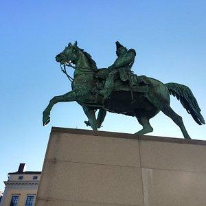 Памятник Карлу XlV Юхану на улице Slottsbaken,1, Стокгольм, февраль.