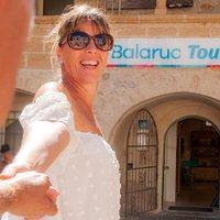 Dès votre arrivée à Balaruc-les-Bains, rendez-vous à l'Office deTourisme, près du célèbre bain de pied (à l'eau thermale !), pour organiser votre séjour. Vous y rencontrerez nos conseillers en séjour, chaleureux, enthousiastes et soucieux de répondre à vos besoins. Profitez de leurs expertises et de l'ensemble de nos services.