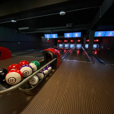 Our boutique 6 lanes of ten pin bowling.