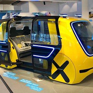 Erg veel te zien en beleven in Move. Waaronder deze Volkswagen Sedric, een zelfrijdende people carrier.