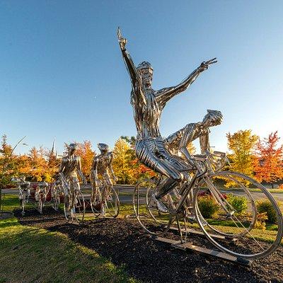 Oeuvre Trentième au fil d'arrivée, métal par gilles Pedneault.Réalisée dans le cadre du symposium de sculpture organisé par Beauce Art en 2016 Crédit photo: Claude Gagné