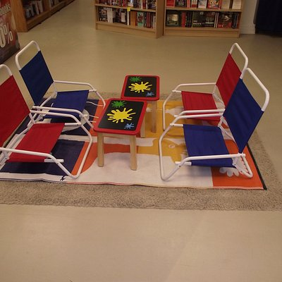 ME - KITTERY - BOOK WAREHOUSE - CHILDREN'S SECTION SEATING