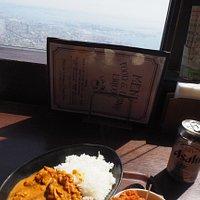 神戸の景色を見ながら食事できます