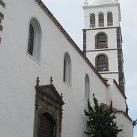 porte latérale et clocher