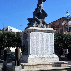 Munumento ai caduti - Vittoria.