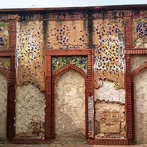 The wall mosque. Remnants of tilework can be seen here.