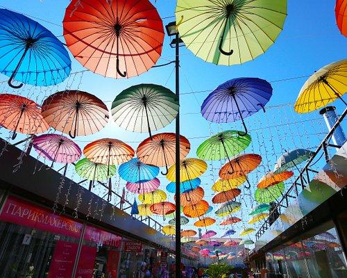 аллея зонтиков
