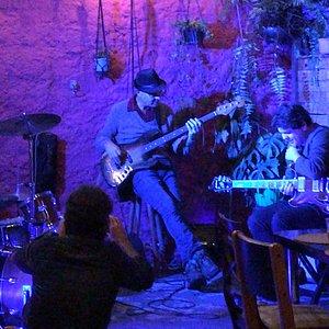 Show no quintal com Evaldo Guedes Trio