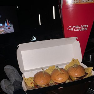 Nueva carta en el cine de Artea. Yo no puedo comerlas pero muy buena pinta y aunque son pequeñas muy buena relacion calidad-precio.