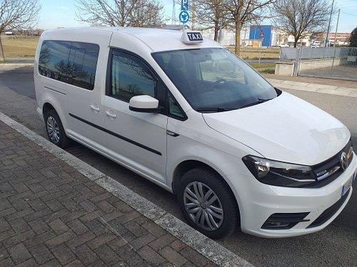 Taxienavette è un servizio taxi  per aeroporti o stazioni ferroviarie tel.3928860407