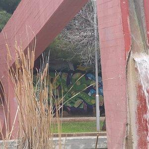 Parco degli aquiloni adiacente l'appatamento con aree attrezzate a verde, spazi per bambini ed zona animali.