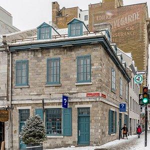 In Place Jacques-Cartier in Old Montréal Bureau d'accueil Touristique  Montreal Tourist Welcome Office  Credit  © Eva Blue