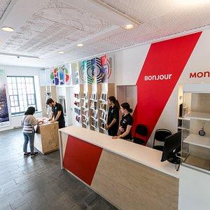 Inside Montreal Tourist Welcome Office  © Romain Rabasa