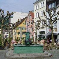 Neptunbrunnen, belägen på Kornmarkt i Bregenz