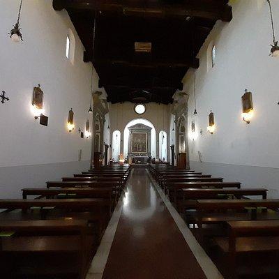 vista interna a unica navata