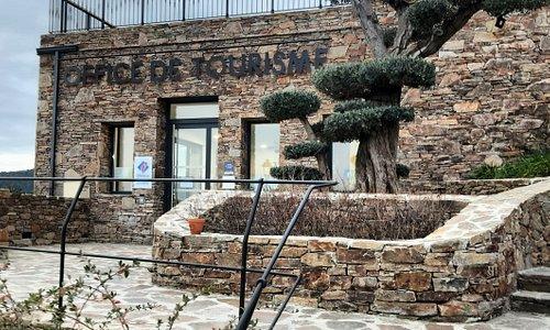 L'office de tourisme de Gassin se situe à l'entrée du vieux village et vous pourrez y trouver toutes les informations nécessaires à la découverte de notre destination.