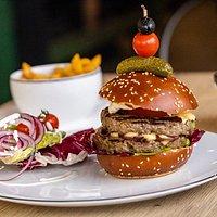 Burger Maison au fromage de Waterloo (spécialité de la brasserie Wellington du Mémorial de Waterloo)