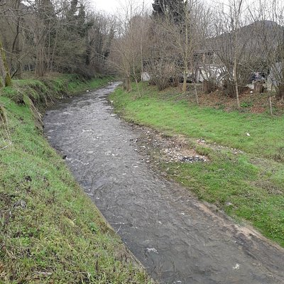 """Just east of Valpromaro, the path overlooks the stream of the """"Freddana"""" creek. The name of the creek clearly refers to the particularly """"cold"""" character (in Italian: """"freddo"""") of its waters; probably also because it mostly flows in the shaded side of the valley."""