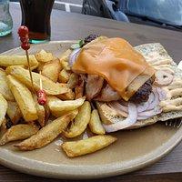 ricas hamburguesas y sandwiches