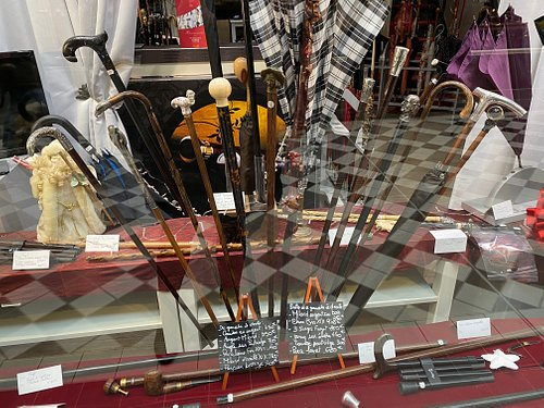The shop and showroom from Maison Fayet at the Passage Jouffroy sells antique canes from the 18th and 19th centuries made of horn, precious stones or silver.