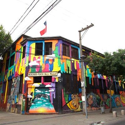 Fachada Persa Víctor Manuel. Mural pintado por reconocido artista Dasic Fernández