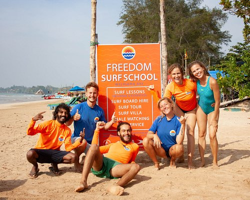 Friends Group Surf Lesson at Freedom Surf School  Weligama Bay