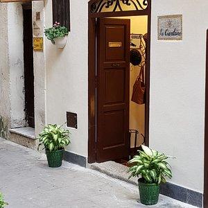 La Ciambrina il nuovo negozio  sito nel quartiere più antico della magica città di Monreale. Venite a trovarci e visitate il nostro sito  web per lo shop online.