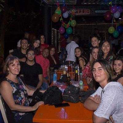 Noche de grupos en Medellín