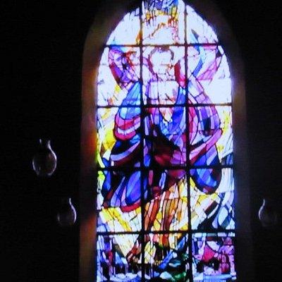 主祭壇後方のステンドグラス