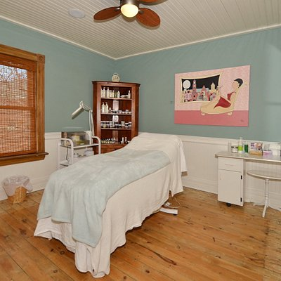 Spacious treatment rooms await your visit. Licensed Estheticians , Registered Massage Therapists and our Reflexologist provide a variety of spa services