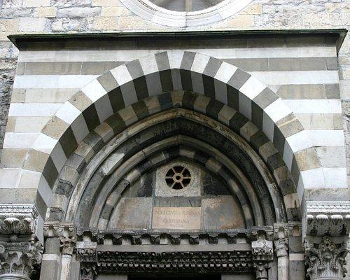 Si tratta della chiesa di San Donato di Genova. Vicino a San Lorenzo ed in zona centrale