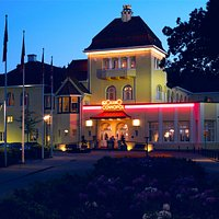 The beautiful casino is located in the well-kept grounds of Kungsparken, a historic park and classic entertainment venue in the centre of Malmö city.