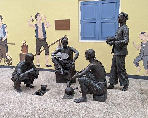 Squatters & Squalor sculpture