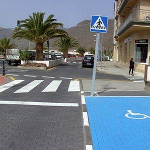 So sollten überall, dementsprechende  Straßen-Markierungen aussehen...