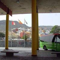 Am Bus-Bahnhof...