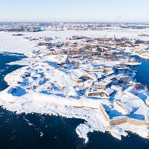 Aerial image of Suomenlinna Sea Fortress located in Helsinki archipelago.   Ilmakuva merilinnoitus Suomenlinnasta, joka sijaitsee Helsingin saaristossa.