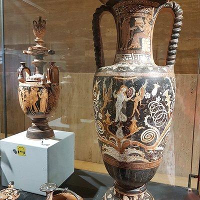 Vasi in terracotta dipinta al Museo di Paestum