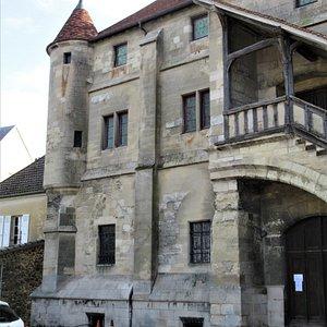 Une partie de façade avec tourelle