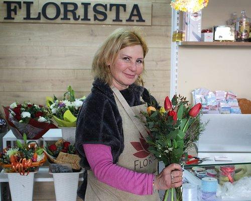 בעלת חנות הפרחים שוזרת