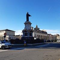 Statua di Arnaldo da Brescia .- Brescia.